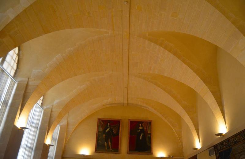 Bâtiments abbatiaux, aile ouest, salle du rez-de-chaussée, vue générale des voûtes