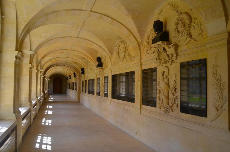 Bâtiments abbatiaux, aile ouest, galerie ouest du cloître, vue générale