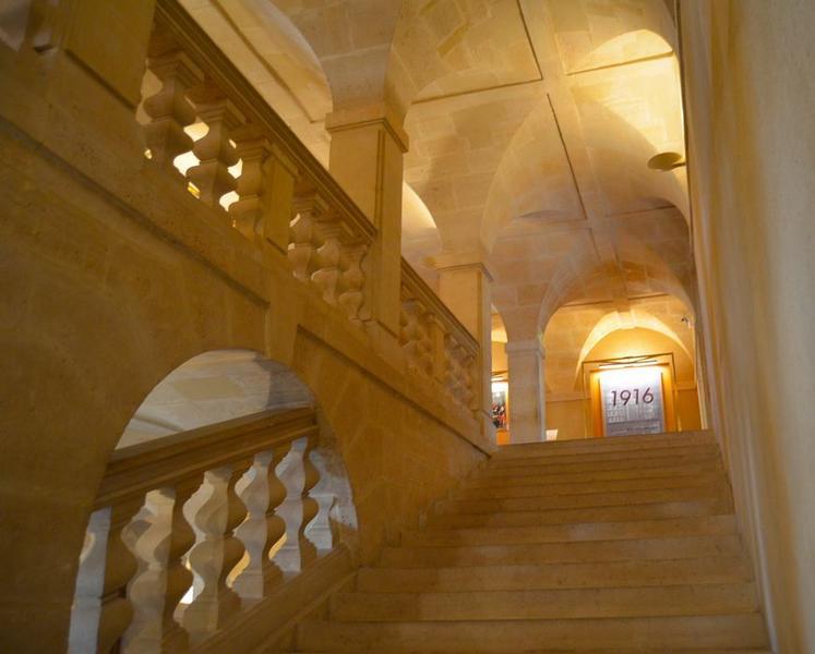 Bâtiments abbatiaux, escalier monumental, vue partielle