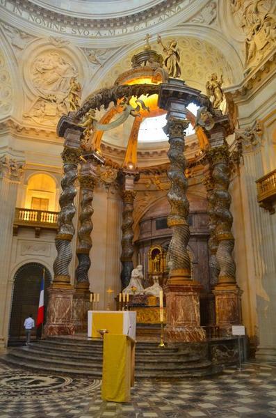 Église, choeur, vue générale du baldaquin