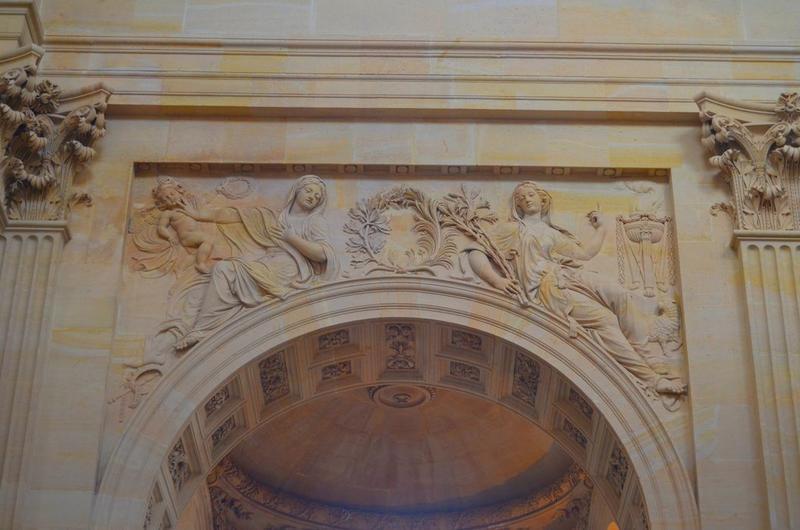 Église, nef, détail, bas-relief: l'Humilité et la Virginité