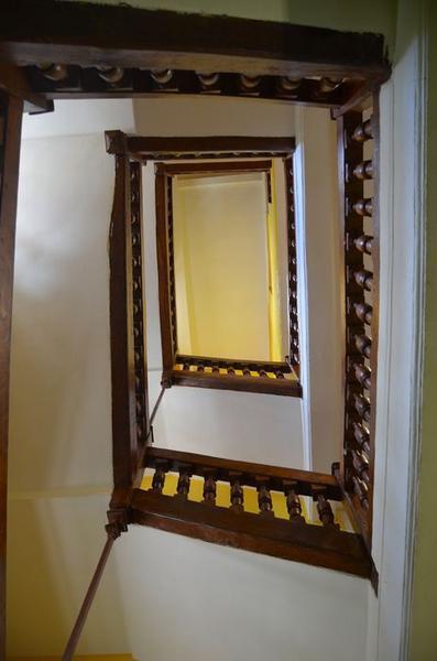 Aile ouest, escalier secondaire, vue partielle