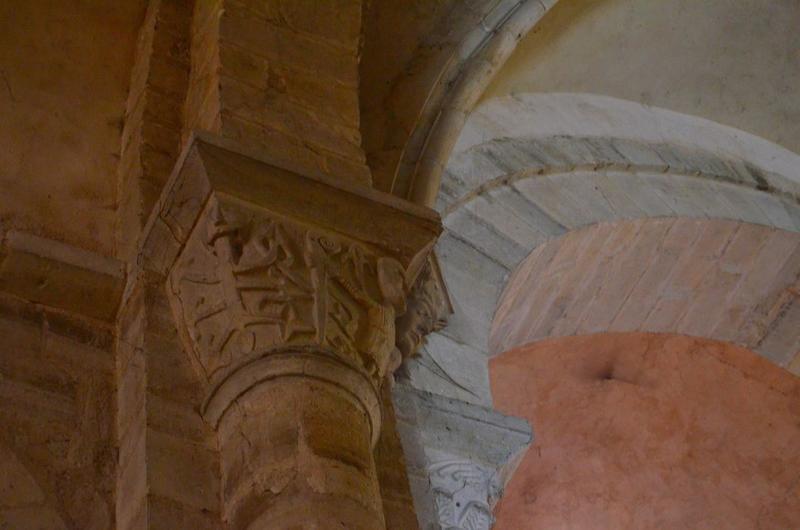 Nef, détail d'un chapiteau sculpté
