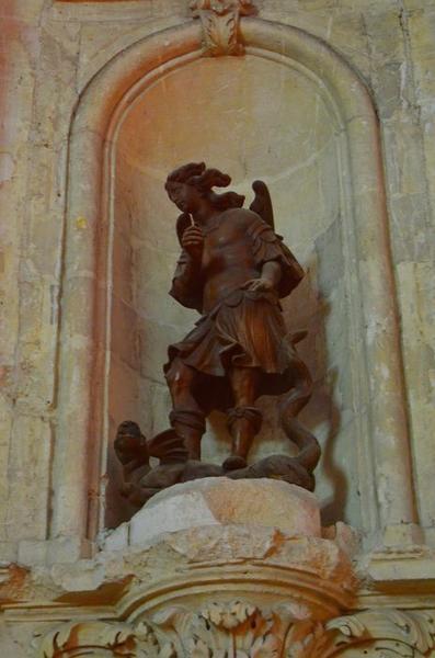 Statue: saint Michel terrassant le dragon, vue générale