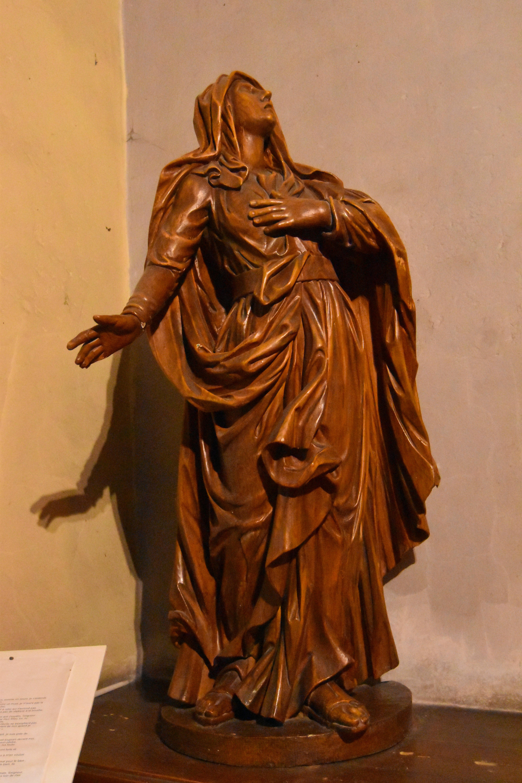 statue: Vierge de Calvaire