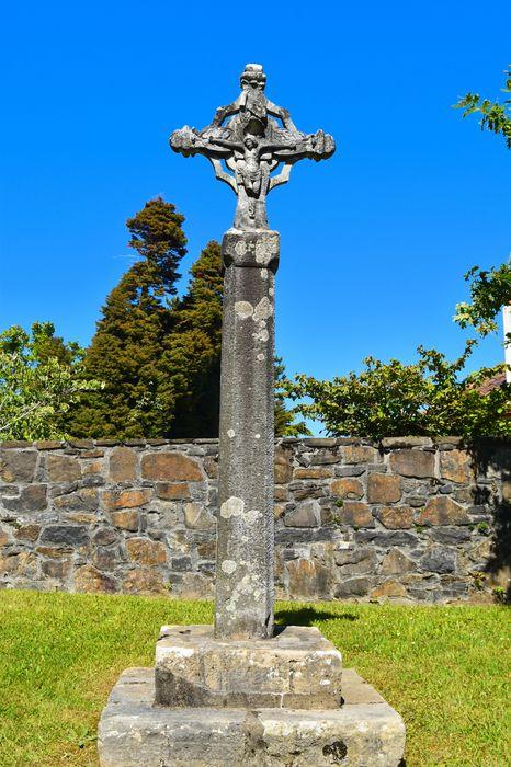 Croix sculptée
