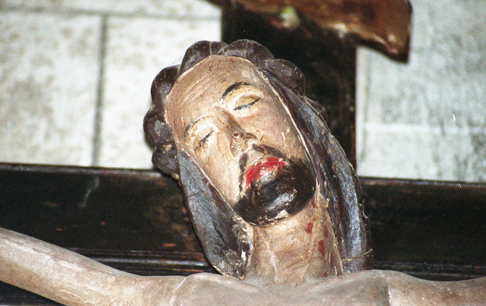 statue : Christ en croix, détail du visage