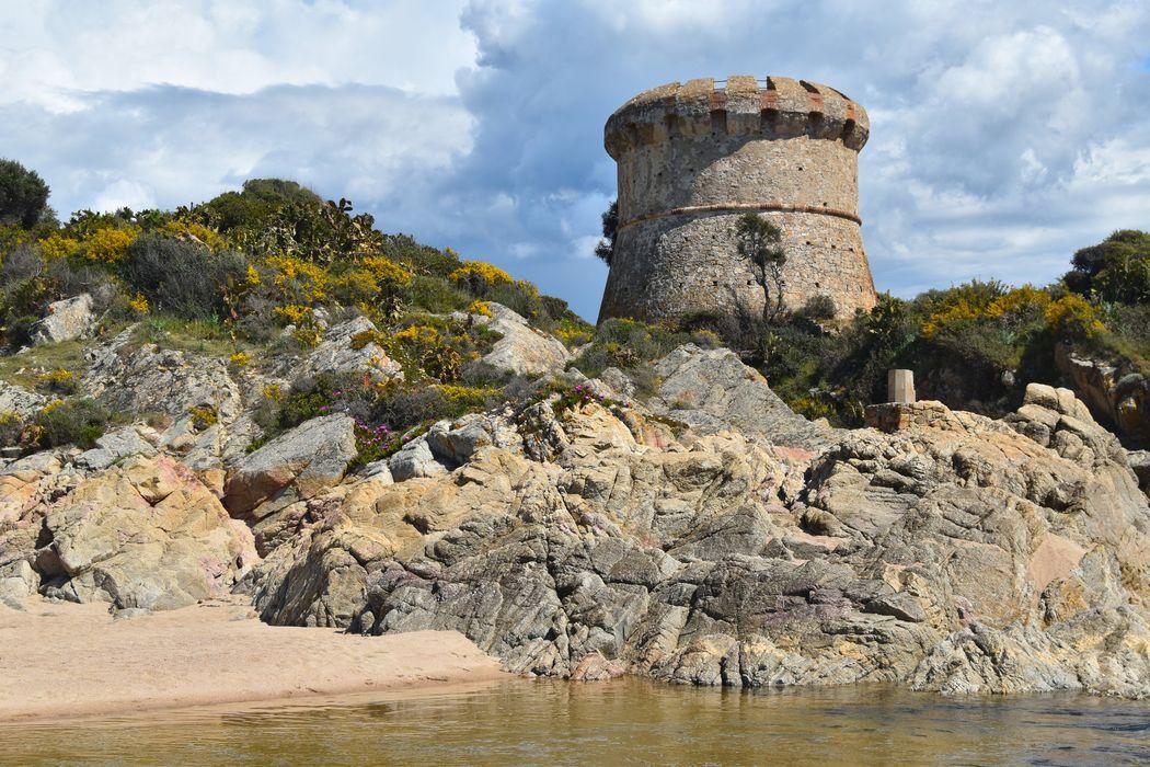 vue générale de la tour dans son environnement