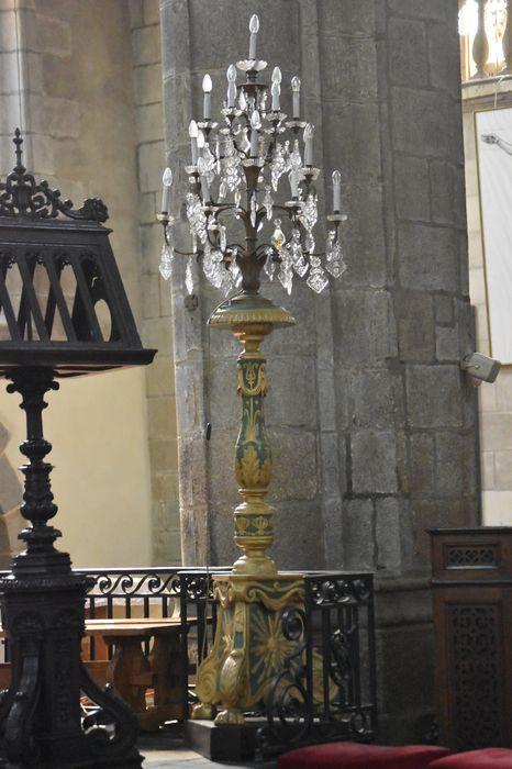 Deux chandeliers (candélabres) et lustre