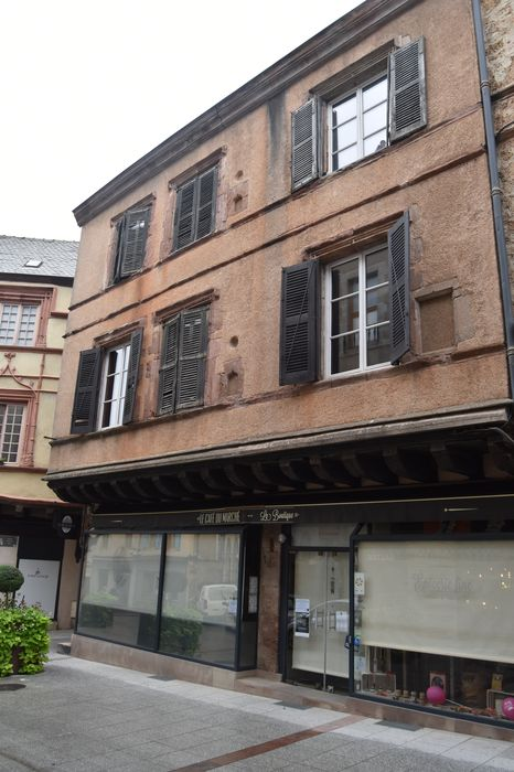 façade sud sur rue, vue générale