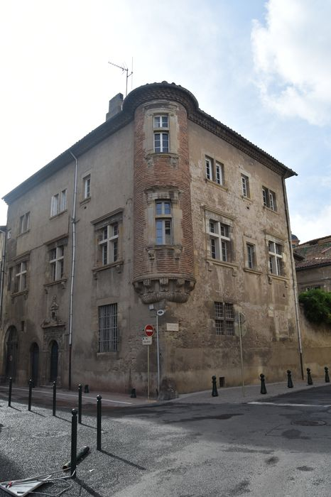 façades nord et est sur rue, vue générale