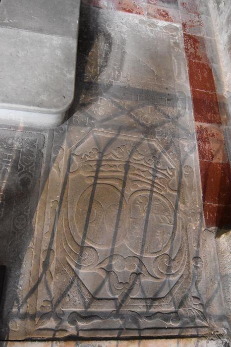 dalle funéraire de Marguerite de Bermond du Caylar, vue générale