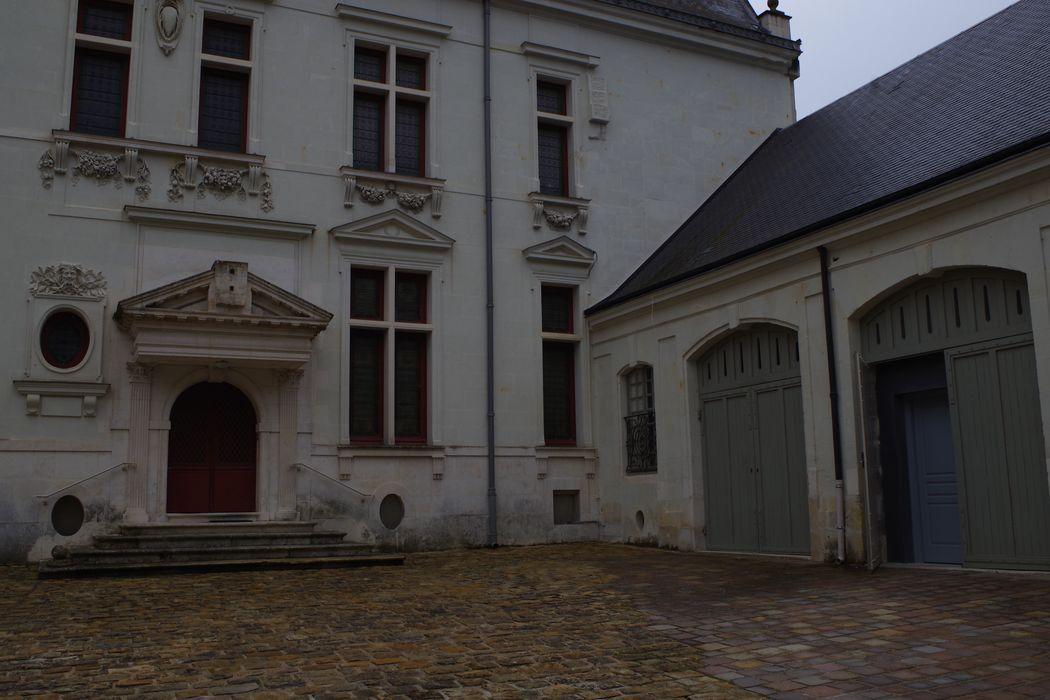 façade nord sur la cour d'honneur, vue partielle