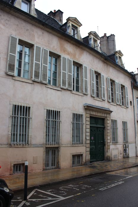 Immeuble: Façade sur rue, vue générale