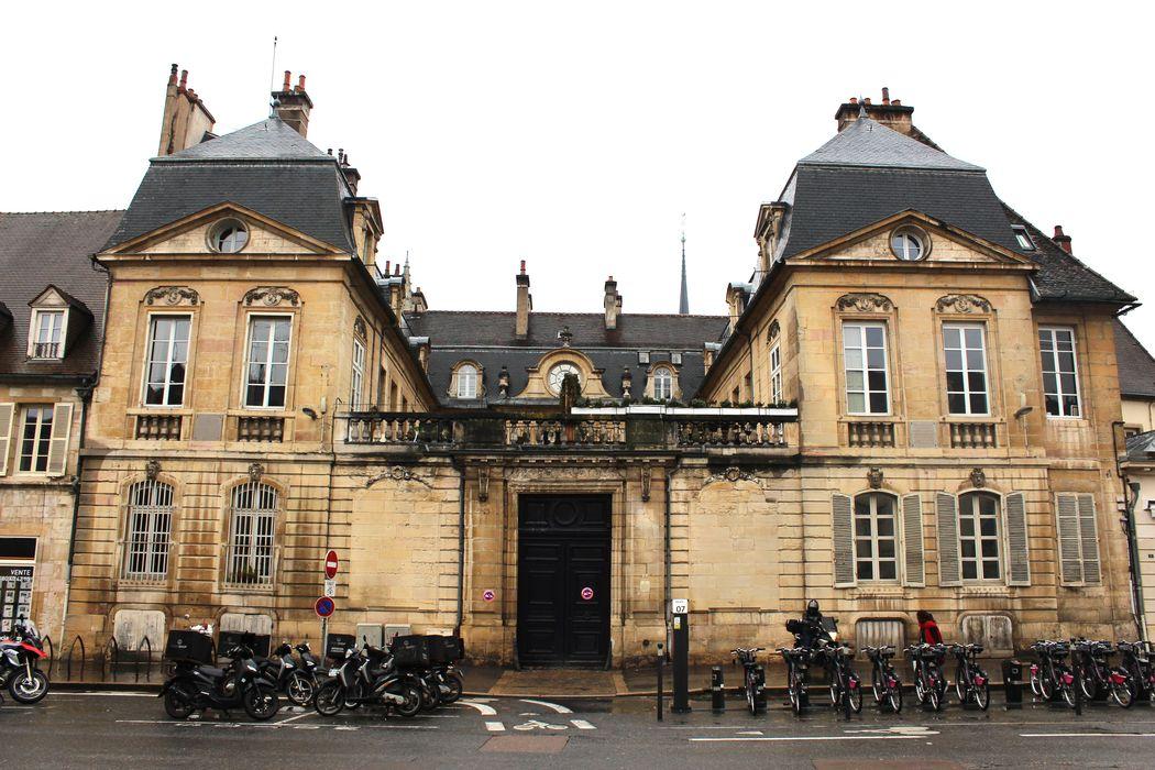Hôtel Fevret de Saint-Mesmin: Ensemble est, vue générale