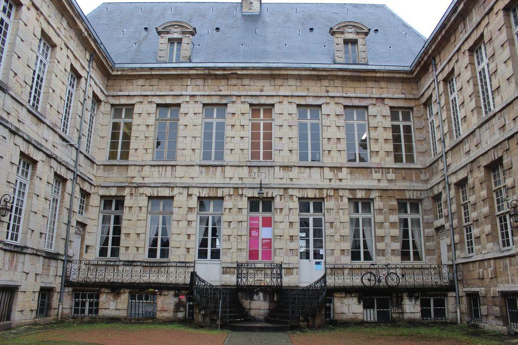 Hôtel d'Esterno: Cour d'honneur, façade nord-ouest, vue générale