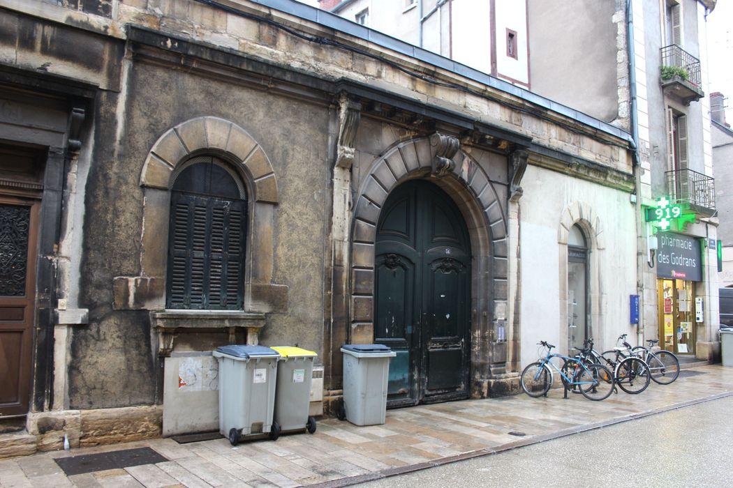 Hôtel Saint-Père: Porche d'accès sur rue, vue générale