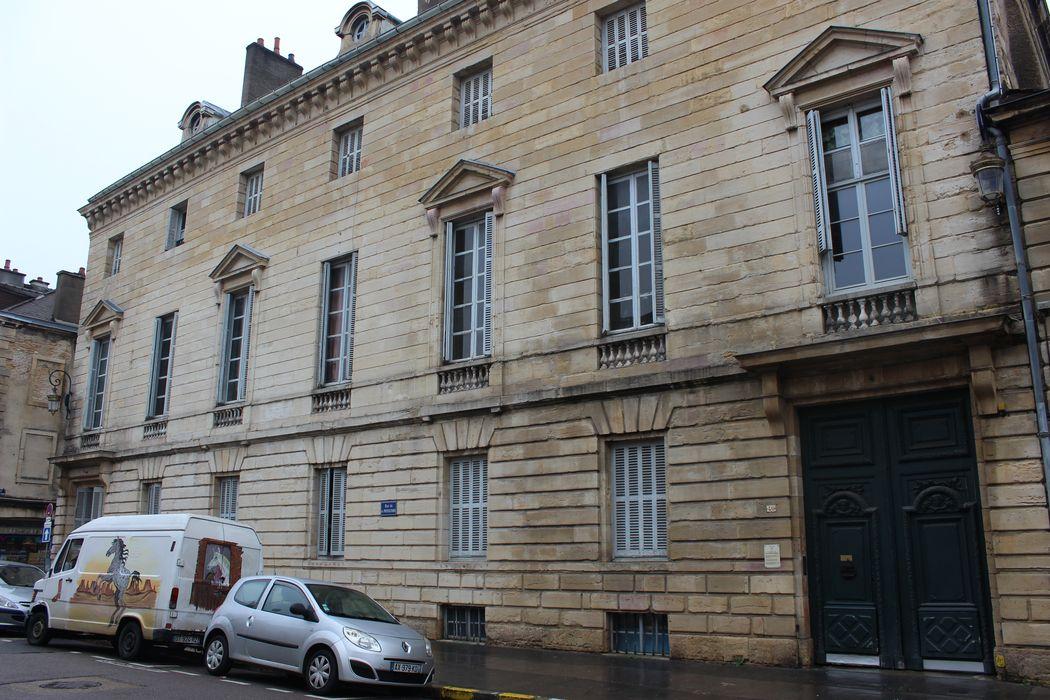 Hôtel Esmonin de Dampierre: Façade sur rue, vue générale