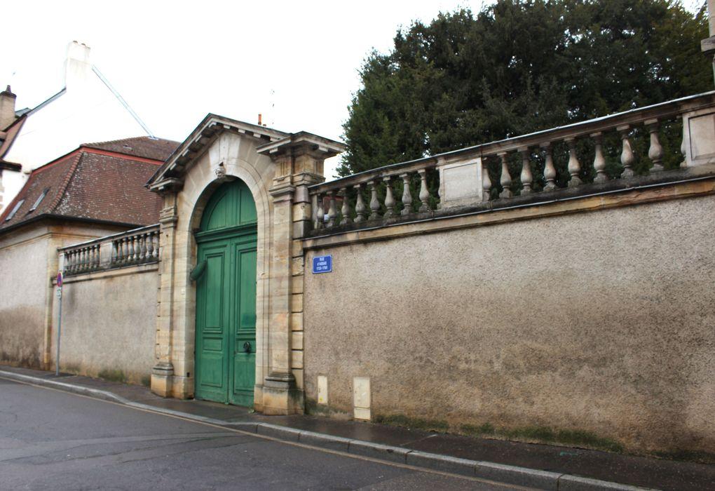 Hôtel Pouffier: Porche d'accès sur rue, vue générale