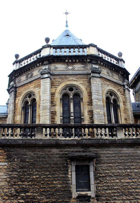 Ecole Saint-François de Sales (ancienne): Chevet de la chapelle, vue partielle