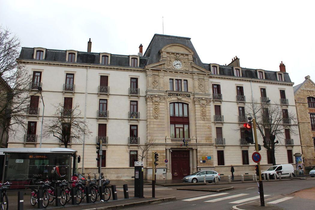 Lycée Carnot: Façade sur rue, vue générale