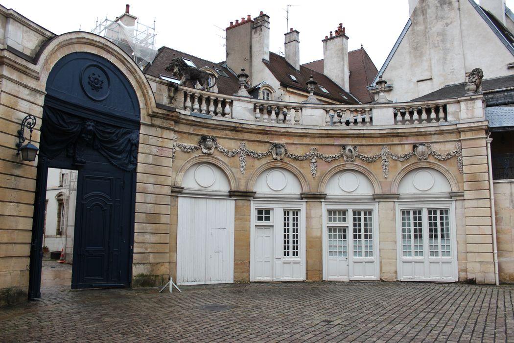 Hôtel Legouz de Gerland: Cour intérieure, aile nord, vue générale