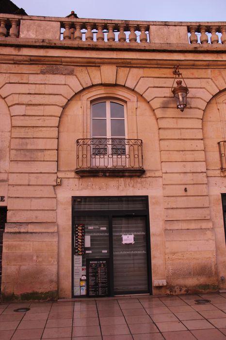 Immeuble: Vue partielle de la façade