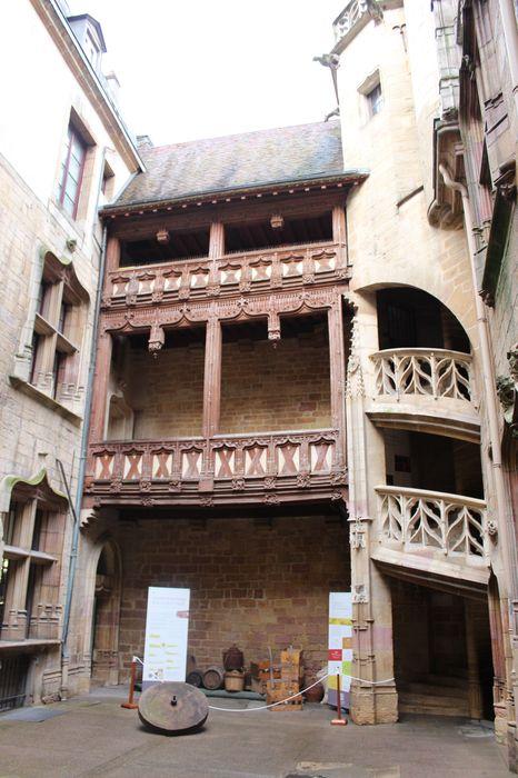 Hôtel Chambellan (ancien) dénommé également hôtel des ambassadeurs d'Angleterre: Cour intérieure, façade est, vue générale
