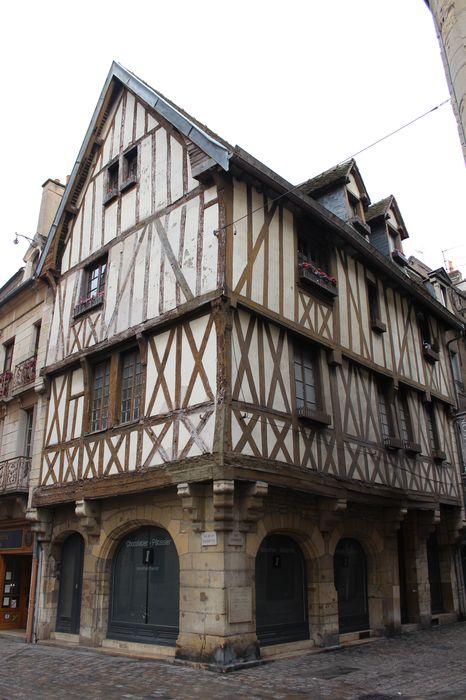 Hôtel de la Croix-de-Fer (ancien): Façades sur rue, vue générale