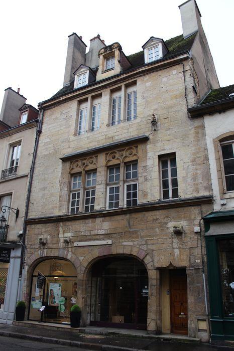 Hôtel des Griffons: façade sur rue, vue générale