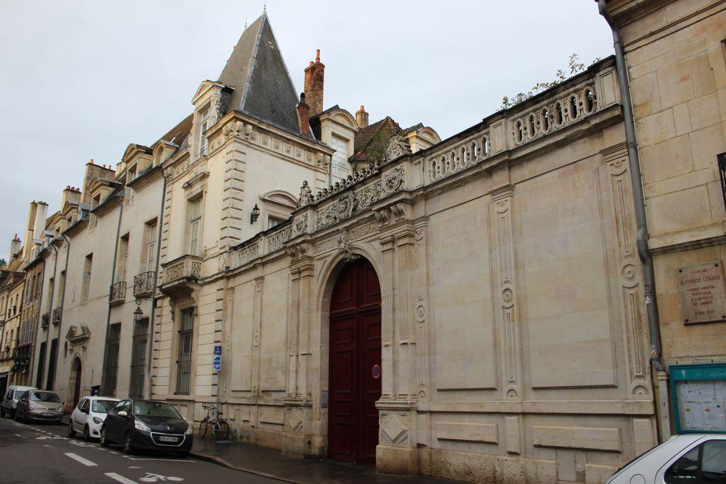 Hôtel de Saint-Seine: Porche d'accès sur rue, vue générale
