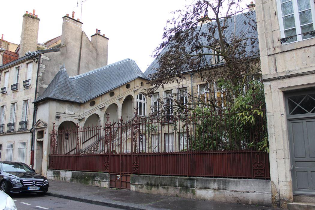 Hôtel de Laloge: Façade sur la place Saint-Michel, vue partielle