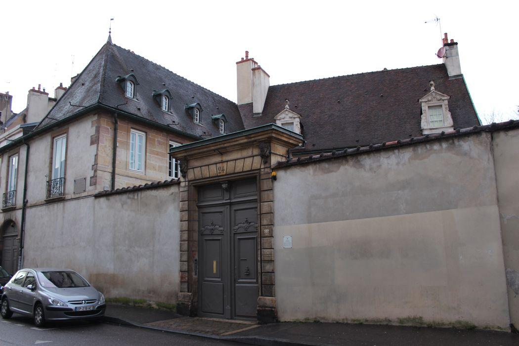 Hôtel Buffon: Porche d'accès sur rue, vue générale