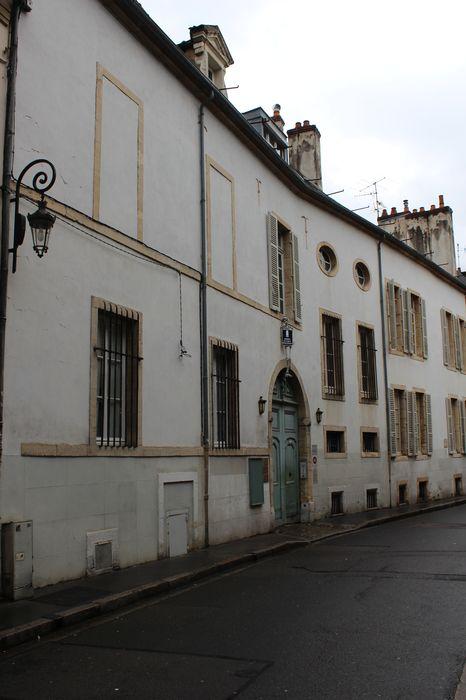 Hôtel Maleteste: Façade sur rue, vue générale