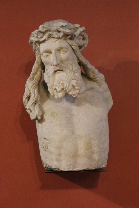 Fragment de statue : Christ en croix