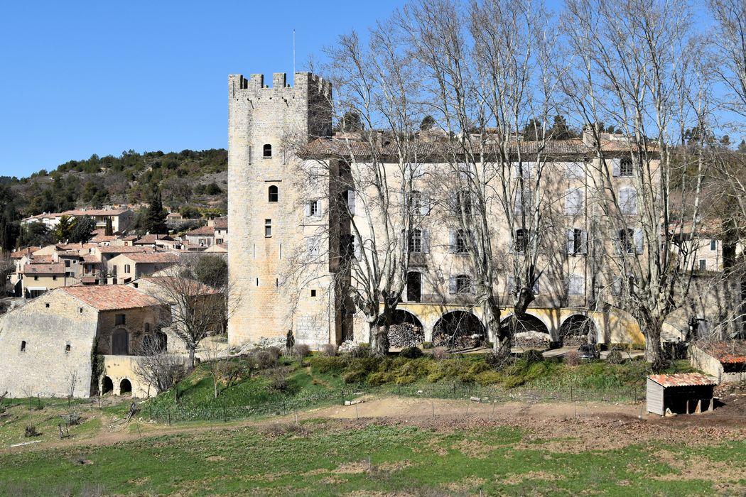 Château d'Esparron: Ensemble est, vue générale