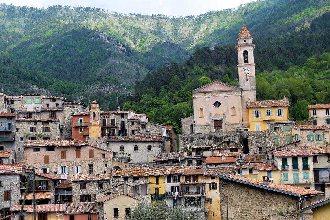 Eglise Sainte-Marguerite: Vue générale de l'église dans son environnement depuis l'ouest