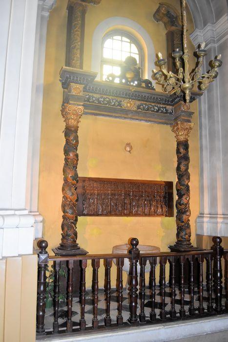4 colonnes, 2 cadres, tabernacle (éléments de retable)