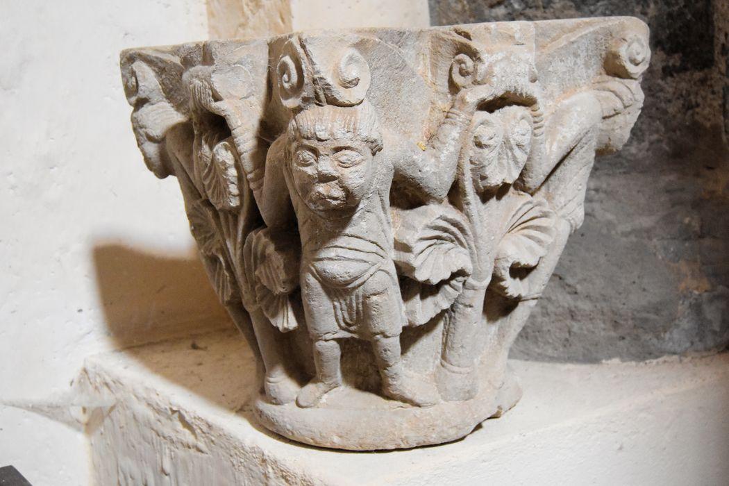 Bénitier, ancien chapiteau