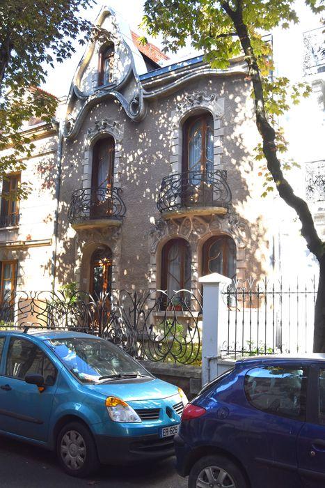 Maison Art Nouveau: Façade sur rue, vue générale