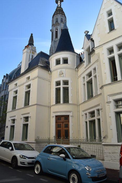 Maison dite Castel français: Façade sur rue, vue partielle