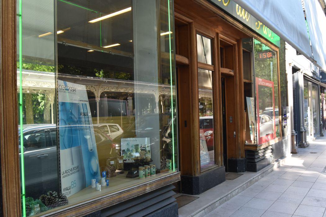 Pharmacie du Parc: Devanture, vue partielle