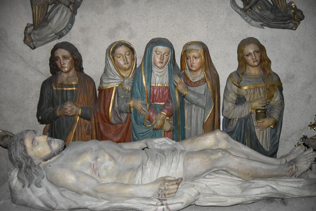 groupe sculpté: Mise au tombeau, vue partielle