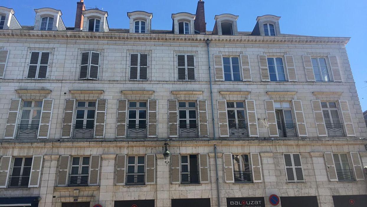 Immeubles: Façade sur rue, vue partielle