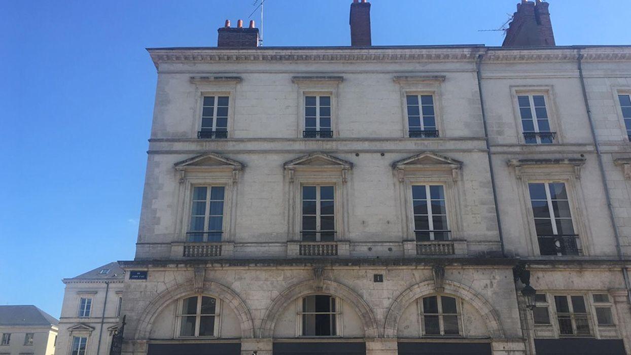 Immeuble: Façade sur rue, vue partielle