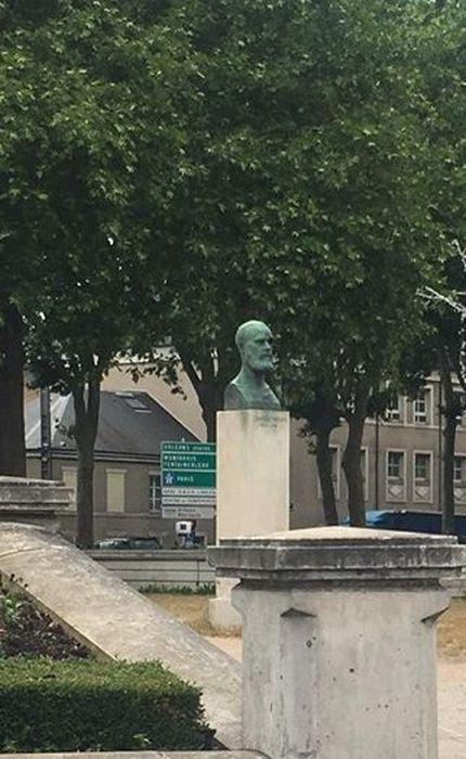 Monument à Charles Péguy: Vue générale