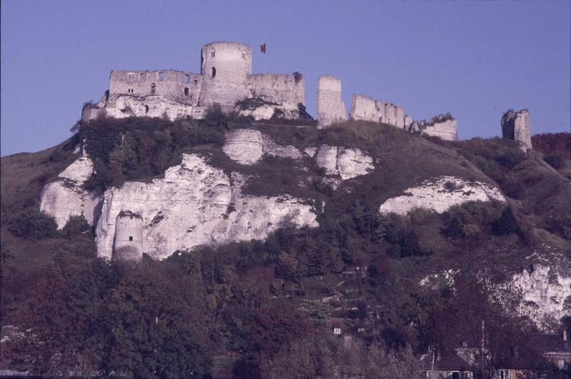 Ensemble des ruines en haut de la colline