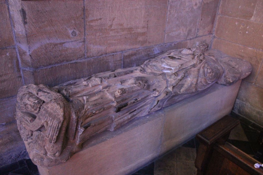 Statue : gisant de l'évêque Adhémar de Monteil