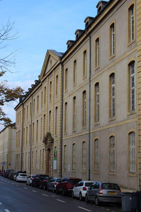 Hôpital militaire (ancien) situé dans le Fort Moselle: Façade sur la rivière Moselle, vue générale
