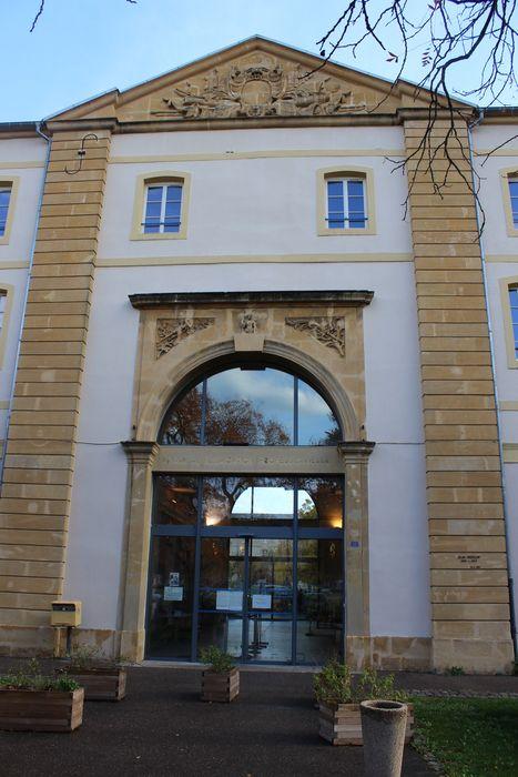Quartier Moselle: Façade sur la place de France, vue partielle